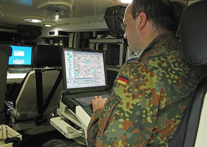 militaer-notebooks-halterungen